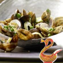 Моллюски с горохом и зеленью петрушки