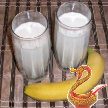 Банановый коктейль с молоком