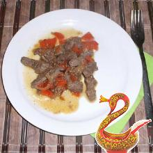Печенка тушеная с луком и морковью