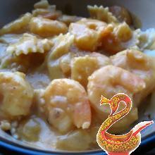 Креветки с луком в молочном соусе