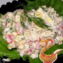 Салат из креветок, авокадо и пекинской капусты.
