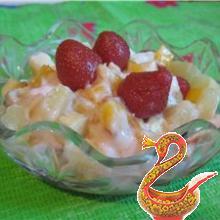 Витаминный салат из фруктов.