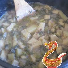 Куриный суп с печёночными кнелями