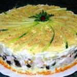 Слоеный салат с копчёной курицей, черносливом и шампиньонами рецепт
